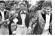 ? Simon Sebag-Montefiore ( centre) Damien riley-Smith,  drinks party in the Peterhouse Scholars Garden,  12 June 1986. SUPPLIED FOR ONE-TIME USE ONLY-DO NOT ARCHIVE. © Copyright Photograph by Dafydd Jones 66 Stockwell Park Rd. London SW9 0DA Tel 020 7733 0108 www.dafjones.com