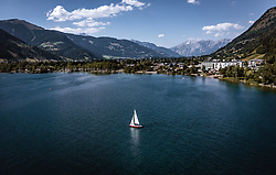 THEMENBILD - ein Segelboot am Zeller See mit den umliegenden Bergen, aufgenommen am 24. Juli 2019 in Zell am See, Österreich // a sailboat at the Zeller lake with the surrounding mountains, Zell am See, Austria on 2019/07/24. EXPA Pictures © 2019, PhotoCredit: EXPA/ JFK