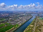 Nederland, Noord-Holland, Amsterdam; 16-04-2021; Amsterdam-Rijnkanaal, met rechts Diemerpark (Diemerzeedijk). Links Diemerpolder, Oud-Diemen, Diemen-Noord.<br /> Amsterdam-Rhine Canal, with Diemerpark on the right (Diemerzeedijk). Left Diemerpolder, Oud-Diemen, Diemen-Noord.<br /> <br /> luchtfoto (toeslag op standard tarieven);<br /> aerial photo (additional fee required)<br /> copyright © 2021 foto/photo Siebe Swart