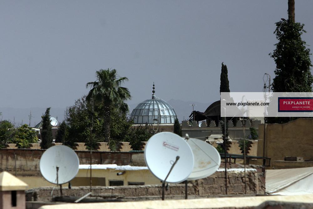 Marrakech - Maroc - Comme la plupart des pays arabes, le Maroc n'échappe pas à la pollution visuelle des antennes satellites. JSB / PixPlanete - Mai 2005