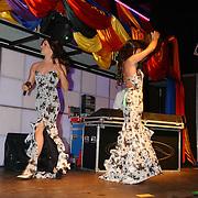 NLD/Amsterdam/20050806 - Gaypride 2005, optreden Vanessa, oa. Edwin van der Gun en Dennis van der Luijf