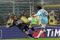 Fotball<br /> Serie A Italia 2004/05<br /> Lazio v Livorno<br /> 10. april 2005<br /> Foto: Digitalsport<br /> NORWAY ONLY<br /> aparecido Cesar scores on penalty goal of 2-0 for SS Lazio