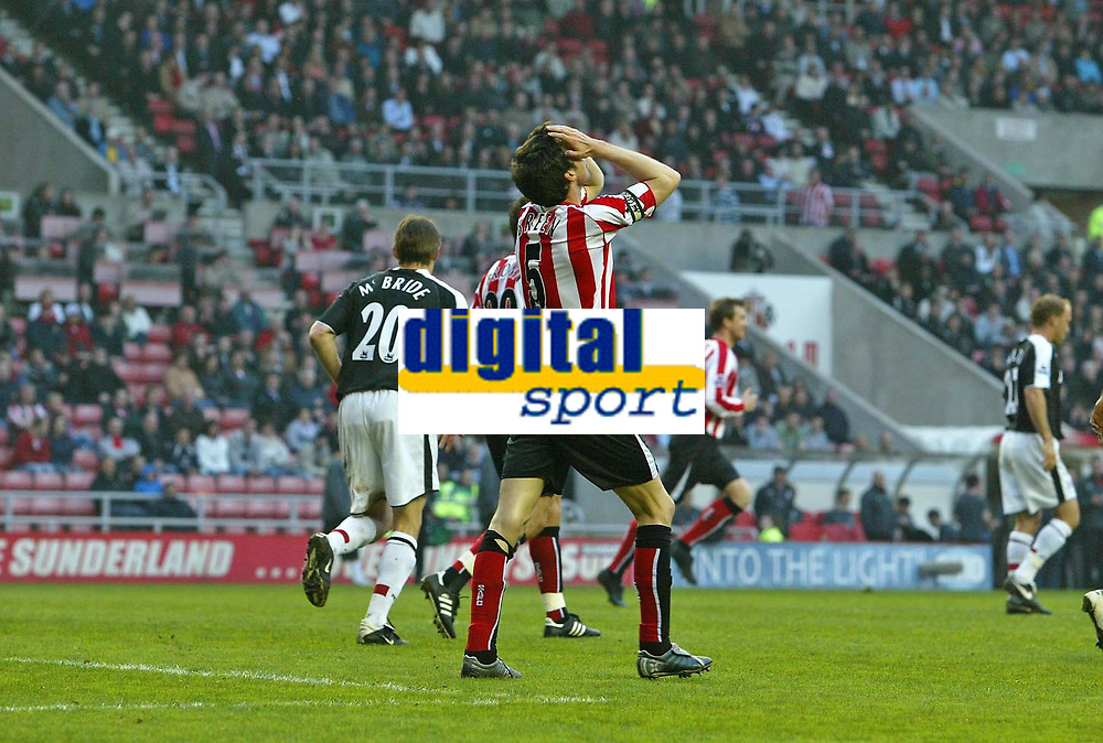 Photo: Andrew Unwin.<br /> Sunderland v Fulham. The Barclays Premiership. 04/05/2006.<br /> Sunderland's Gary Breen rues a missed opportunity.