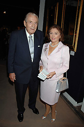 The EARL & COUNTESS OF DUDLEY at the Sotheby's Summer Party 2007 at their showrooms in New Bond Street, London on 4th June 2007.<br /><br />NON EXCLUSIVE - WORLD RIGHTS