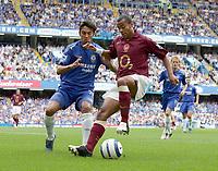 Fotball<br /> England 2005/2006<br /> Foto: Colorsport/Digitalsport<br /> NORWAY ONLY<br /> <br /> FA Barclays Premiership<br /> Chelsea v Arsenal<br /> 21st August, 2005<br /> Ashley Cole (Arsenal) Paulo Ferreira (Chelsea)