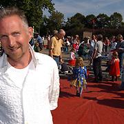 Circus op het schoolplein voor meester 25 jaar op de Augustinusschool kloosterlaan Hilversum