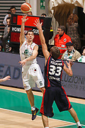 DESCRIZIONE : Siena Lega A 2011-12 Montepaschi Siena Banca Tercas Teramo<br /> GIOCATORE : Nikos Zisis<br /> CATEGORIA : passaggio<br /> SQUADRA : Montepaschi Siena<br /> EVENTO : Campionato Lega A 2011-2012<br /> GARA : Montepaschi Siena Banca Tercas Teramo<br /> DATA : 22/01/2012<br /> SPORT : Pallacanestro<br /> AUTORE : Agenzia Ciamillo-Castoria/P.Lazzeroni<br /> Galleria : Lega Basket A 2011-2012<br /> Fotonotizia : Siena Lega A 2011-12 Montepaschi Siena Banca Tercas Teramo<br /> Predefinita :