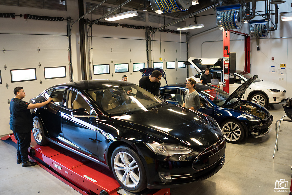Students work on Tesla cars during the Tesla Start class at Evergreen Valley Community College in San Jose, California, on August 8, 2019. (Stan Olszewski for Silicon Valley Business Journal)