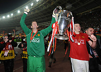 Torwart Edwin Van der Sar mit Pokal ManU<br /> Champions League Finale Manchester United FC - FC Chelsea  2007/2008<br /> <br /> Norway only