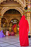 Inde, Etat de Gujarat, Ahmedabad, classé Patrimoine Mondial de l'UNESCO, temple hindou de Swaminarayan // India, Gujarat, Ahmedabad, Unesco World Heritage city, Swaminarayan hindou temple
