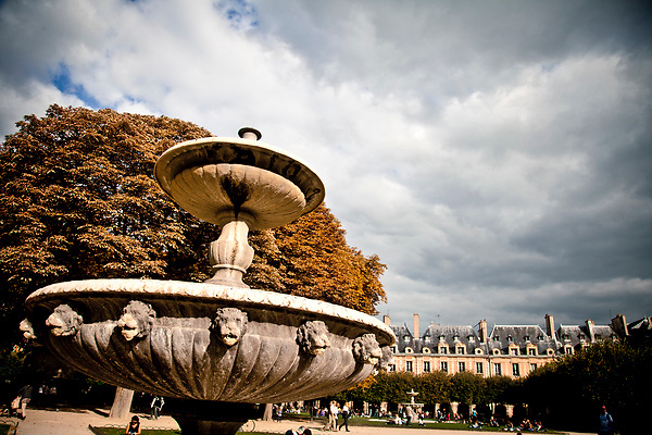 Place des Vosges in Le Marais, Paris, France. First planned square in the city, inaugurated by Louis XIII in 1612. ©Carlos Sánchez Pereyra / PILAR REVILLA