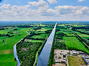 Nederland, Gelderland, Gemeente Lochem, 21–06-2020;  overzicht Twentekanaal tussen Zutphen (Eefde) en Lochem. Industrieterrein Lochem in de voorgronsd. Overview Twente Canal between Zutphen) Eefde and Lochem.<br /> <br /> luchtfoto (toeslag op standaard tarieven);<br /> aerial photo (additional fee required)<br /> copyright © 2020 foto/photo Siebe Swart