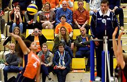 30-12-2015 NED: Nederland - Belgie, Almelo<br /> Op het 25 jaar Topvolleybal Almelo spelen Nederland en Belgie een oefen interland ter voorbereiding op het OKT dat maandag in Ankara begint. Nederland wint overtuigend met 3-1 / Support, publiek, Suus, Ali, Anna, Natascha
