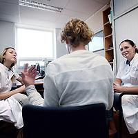 Nederland, Amsterdam , 18 september 2014.<br /> Plastisch chirurg Dr. Nicole M.A. Krekel (l) en Dr Monique P. van den Tol voor de rubriek Het Gesprek in Tracer.<br /> Foto:Jean-Pierre Jans
