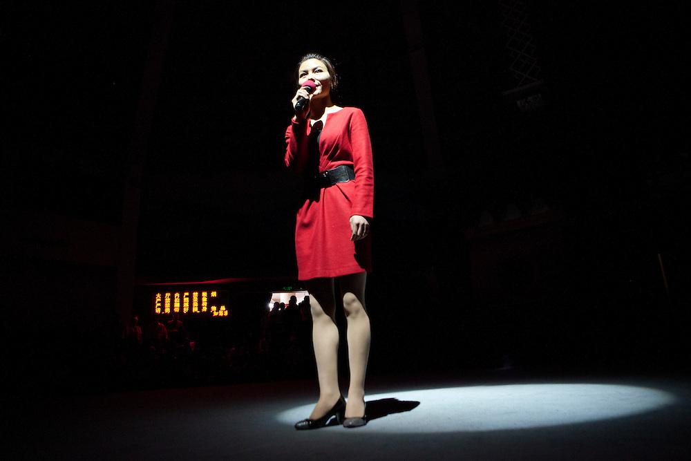 A presentator annouces the performance of Si-Fu Julian Hitch School.