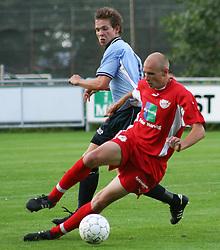FODBOLD: Kristian Nielsen (B.93) og Paw Bendixen (Helsingør) under kampen i Landspokalturneringen, 2. runde, mellem Elite 3000 Helsingør og B.93 den 23. august 2006 på Helsingør Stadion. Foto: Claus Birch