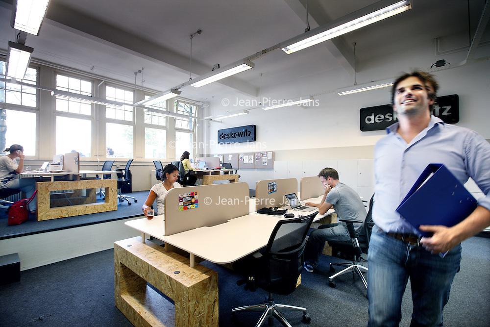 Nederland, Amsterdam , 3 oktober 2011..Deskowitz.Flexplek voor startende ondernemers..Deskowitz (Gabriel Metsustraat 8 , nummer van eigenaar Ivo: 06-41768522).Daar kunnen starters elkaar ontmoeten in een 'hippe sfeer...Foto:Jean-Pierre Jans