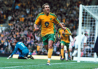 Fotball<br /> Premier League England<br /> 2004/2005<br /> Foto: Colorsport/Digitalsport<br /> NORWAY ONLY<br /> <br /> 02.10.2004<br /> <br /> Darren Huckerby (Norwich) celebrates his goal after scoring from the rebound of his penalty kick<br /> <br /> Norwich City v Portsmouth