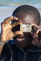 Senegal, Enfant au Port de Peche de kayar  // Senegal. Boy at Kayar fish harbour.