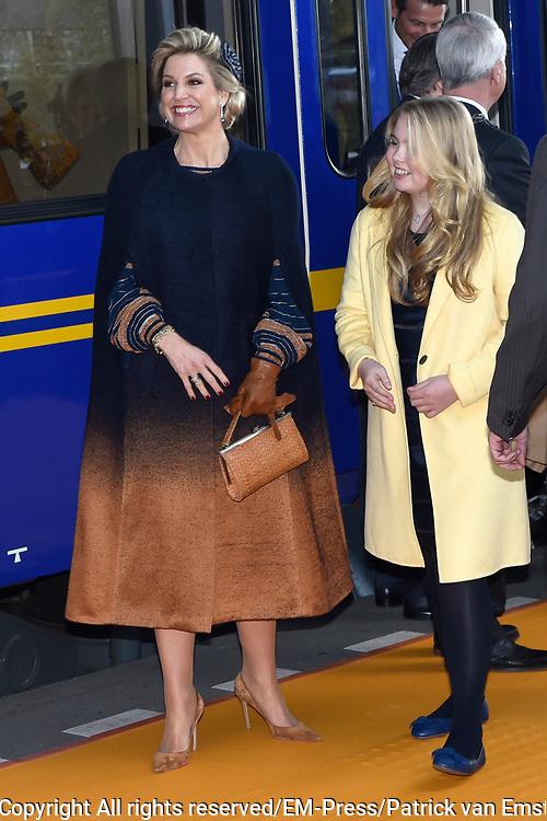 Koningsdag 2017 in Tilburg / Kingsday 2017 in Tilburg<br /> <br /> Op de foto / On the photo: koningin Maxima en prinses Amalia // Queen Maxima and Princess Amalia