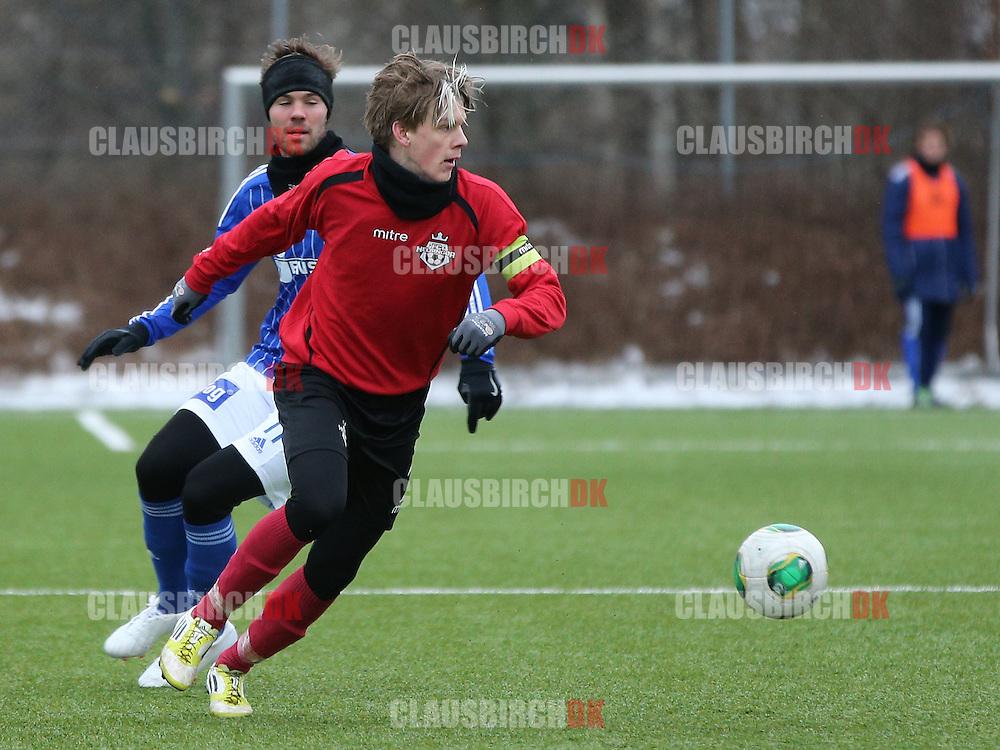 Kasper Enghardt (FC Helsingør) rykker forbi Patrick Mortensen (Lyngby).