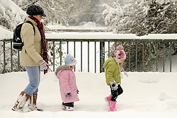 © under license to London News Pictures.2.12.2010  A family out for a walk in the Snow in Orpington today (Thurs). Picture credit should read Grant Falvey/London News Pictures