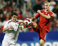 Fotball<br /> VM U20 Canada<br /> 01.07.2007<br /> Foto: imago/Digitalsport<br /> NORWAY ONLY<br /> <br /> Chile v Canada<br /> Marcus Haber (Kanada U 20, re.) zieht vor Jaime Grondona (Chile U 20) ab