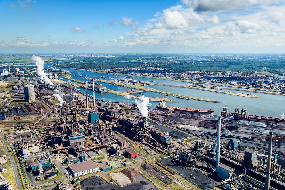Nederland, Noord-Holland, IJmuiden, 01-08-2016; Velsen-Noord, terrein van Tata Steel met twee hoogovens en de cokesfabriek.<br /> Tata Steel industrial site, steel works.<br /> <br /> luchtfoto (toeslag op standard tarieven);<br /> aerial photo (additional fee required);<br /> copyright foto/photo Siebe Swar