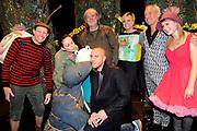 """Première familievoorstelling 'Mr Finney' in Theater Diligentia te Den Haag. De nieuwsgierige Mr Finney is gebaseerd op de bekende boekjes van Laurentien van Oranje en Sieb Posthuma. In de boeken stelt Mr Finney veel vragen over de wereld om zich heen en beleeft hij veel avonturen op zoek naar antwoorden.<br /> <br /> Premiere family show """"Mr. Finney 'Diligentia Theater in The Hague. The curious Mr. Finney is based on the famous books of Laurentien van Oranje and Sieb Posthuma. The book suggests Mr. Finney many questions about the world around him and he experiences many adventures looking for answers.<br /> <br /> Op de foto / On the photo:  Prinses Laurentien met cast  Dick Feld , Eric-Jan Lens , Marie-Claire Witlox en partner Jeroen van Koningsbrugge en Femke Hermans"""