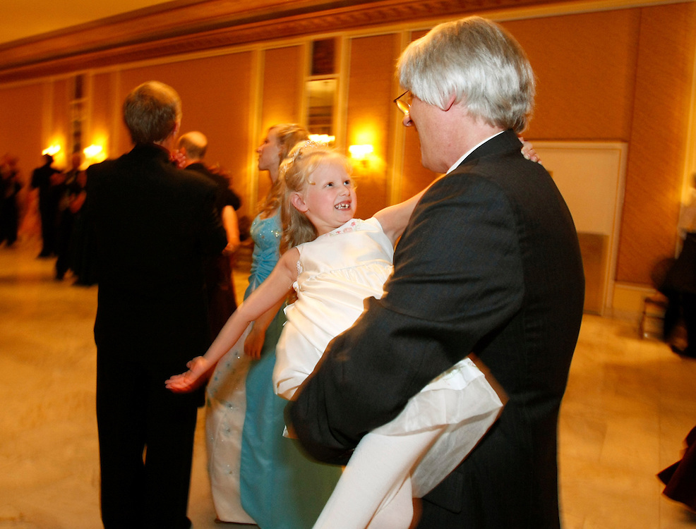 annual Father-Daughter Purity Ball in Colorado Springs, Colorado September 14, 2007.  REUTERS/Rick Wilking (UNITED STATES)