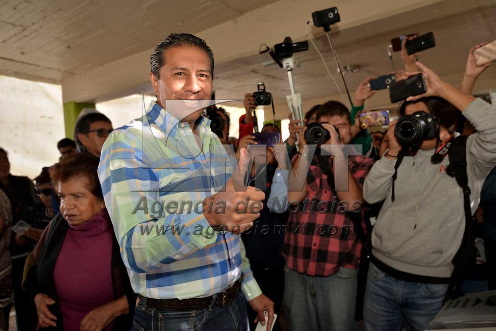 Toluca, México (Julio 01, 2018).- Juan Rodolfo Sánchez Gómez, candidato por la coalición Juntos Haremos Historia (MORENA-PT-PES) acudió a votar a temprana hora e indico que respetara el resultado en caso de no favorecerlo.  Agencia MVT / Crisanta Espinosa.