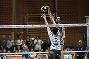 Volleyball: 1. Bundesliga, SVG Lueneburg - VSG Coburg / Grub, Lueneburg, 10.02.2016<br /> Michel Schlien (Lüneburg, r.)<br /> © Torsten Helmke
