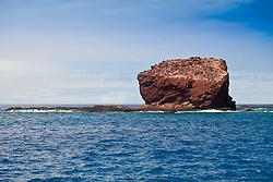 Puu Pehe aka Sweetheart Rock, Manele Bay, South Lāna'i, Lāna'i aka Pineapple Island because of its past as an island-wide pineapple plantation of Dole, the sixth-largest island of the Hawaiian Islands, Hawaii, USA, Pacific Ocean