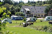 Nederland, Berg en Dal, 2474-2012Kamperen bij de boer op het erf. Op vakantie in eigen land.Foto: Flip Franssen/Hollandse Hoogte