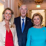 NLD/Amsterdam/20170326 - Pr. Margarita en Sheila de Vries presenteren nieuwe sieradencollectie, Martin Schröder en partner Tineke Nipshagen met dochter Paulette