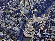 Nederland, Noord-Holland, Amsterdam; 23-03-2020; overzicht binnenstad Amsterdam, Nieuwmarktbuurt. Het wallen-gebied is ongehoord rustig, geen drommen toeristen of dagjesmensen, een bijna lege Nieuwmarkt. Het publieke leven in het centrum van de hoofdstad is bijna geheel stil komen te liggen als gevolg van het Corona virus. Niet alleen is alle horeca dicht, ook veel winkels en andere bedrijven zijn gesloten. Het publiek blijft over het algemeen binnen, de straten en pleinen zijn stil.<br /> Innercity Amsterdam.<br /> Public life in the center of the capital has come to a complete standstill as a result of the Corona virus. Not only are all pubs, coffee shops and restaurants,  closed, many shops and other companies are also closed. The public generally stays inside, the streets and squares are very quiet.<br /> <br /> luchtfoto (toeslag op standaard tarieven);<br /> aerial photo (additional fee required)<br /> copyright © 2020 foto/photo Siebe Swart