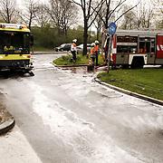 Olie op wegdek Haardstedelaan Huizen.schrobmachine, gemeente