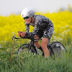 CYCLING 's-Heerenhoek: De eerste tijdrit voor vrouwen in het kader van de tijdritcompetitie werd verreden voorafgaand aan de omloop van Borsele. Karol Ann Canuel