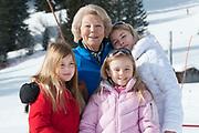 Fotosessie met de koninklijke familie in Lech /// Photoshoot with the Dutch royal family in Lech .<br /> <br /> Op de foto/ On the photo: Prinses Beatrix met  Prinses Amalia, Prinses Alexia en Prinses Ariane /////Princess Beatrix with  Princess Amalia, Princess Alexia and Princess Ariane