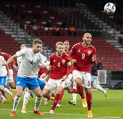 Martin Braithwaite (Danmark) på vej til et hovedstød under kampen i Nations League mellem Danmark og Island den 15. november 2020 i Parken, København (Foto: Claus Birch).