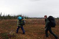 To menn på tur med ryggsekker, two men walking with ruksacks
