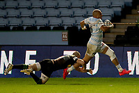 Simon Zebo beats Mike Brown of Harlequins to score the 3rd Racing 92 Try