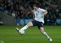 Photo: Glyn Thomas.<br />England v Argentina. International Friendly. 12/11/2005.<br />England's Wayne Rooney somehow fails to score from close range.