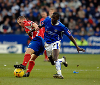 Photo: Daniel Hambury.<br />Leicester City v Crewe Alexander. Coca Cola Championship. 17/12/2005.<br />Leicester's Momo Sylla (R) and Crewe's Kenny Lunt battle for the ball.