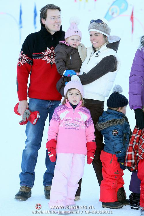 AUT/Lech/20080210 - Fotosessie Nederlandse Koninklijke familie in lech Oostenrijk, prins Constantijn en partner laurentien met kinderen Eloise, Claus-Casimier en Leonore