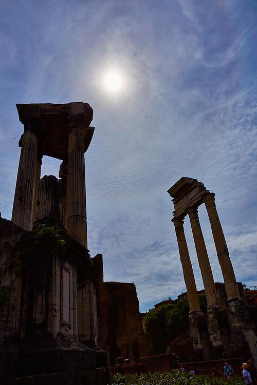 Forum Romanum<br /> <br /> Bilder av kulturskatter i Roma til boka Roma, historiske vandringer.  Skrevet av Nils Jøran Riedl, utgitt på  Gursli Berg forlag.