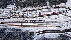 THEMENBILD - Der Brenner, Brennerpass ist ein 1370 m hoch gelegener Übergang im östlichen Alpenhauptkamm. Er verbindet die Stubaier Alpen im Westen mit den Zillertaler Alpen im Osten und trennt die Süd- und Nordtiroler Abschnitte des Wipptals voneinander. Der Pass ist zusammen mit St. Gotthard, Simplon und Mont Cenis eine der vier bedeutendsten Routen des Alpentransits, für den Straßenverkehr die meistgenutzte überhaupt. Er ist auch die meistbefahrene Verbindung zwischen Österreich und Italien. Im Gegensatz zu den Schweizer Pässen liegt das Schwergewicht hier nicht auf der Eisenbahn, sondern auf dem Straßenverkehr. Gries am Brenner, Mittwoch 26. Februar 2020 // The Brenner, Brenner Pass is a 1370 m high transition in the eastern main Alpine ridge. It connects the Stubai Alps in the west with the Zillertal Alps in the east and separates the South and North Tyrol sections of the Wipptal from each other. Together with St. Gotthard, Simplon and Mont Cenis, the pass is one of the four most important routes for alpine transit, the most frequently used for road traffic. It is also the busiest connection between Austria and Italy. In contrast to the Swiss passports, the focus here is not on the railways, but on road traffic. Gries am Brenner, Wednesday February 26, 2020. EXPA Pictures © 2020, PhotoCredit: EXPA/ Johann Groder