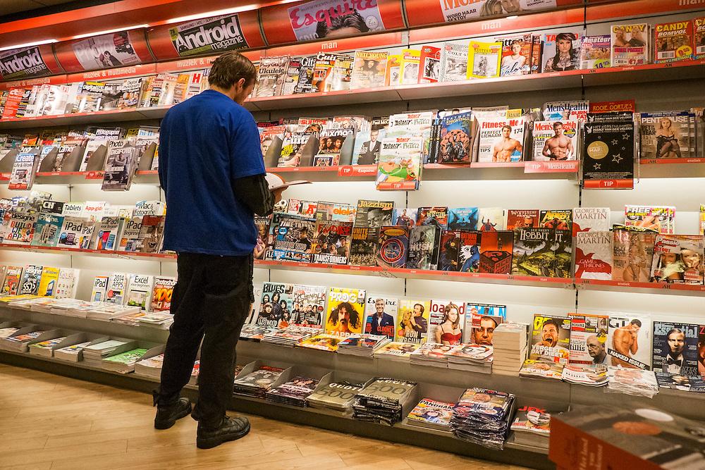 Nederland, Schiphol, 2 jan 2014<br /> Tijdschriftenwinkel op luchthaven Schiphol.<br /> Foto: Michiel Wijnbergh