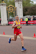 Spanish para-athlete Alberto Suárez Laso running at The Mall during The Virgin London Marathon on 28th April 2019 in London in the United Kingdom. Now in it's 39th year, the London Marathon is a large sporting event with over 40,000 runners expected to take part.