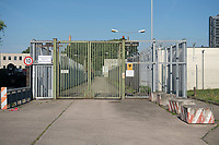 06 AUG 2014, BERLIN/GERMANY:<br /> Eingang Abschiebungsgewahrsam der Berliner Polizei in Berlin-Koepenick, Gruenauer Strasse 140<br /> IMAGE: 20150806-01-0<br /> KEYWORDS: Köpenick, Abschiebungshaft, Abschiebeknast, Abschiebehaft, Polizeiabschiebehaftanstalt, Grünau; Gruenau